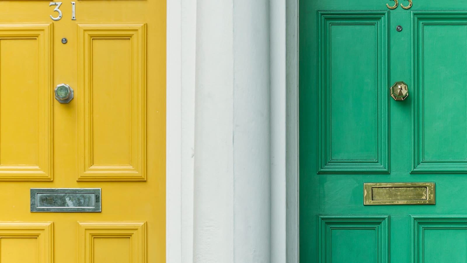 Portes d'entrées jaune et verte